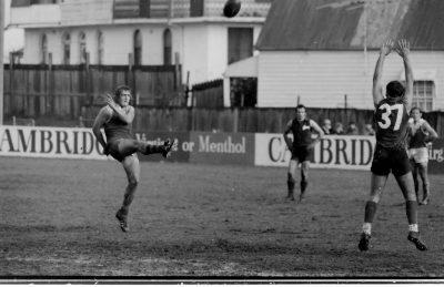 Greg Harris playing for St George v South Sydney at Trumper Park [10]